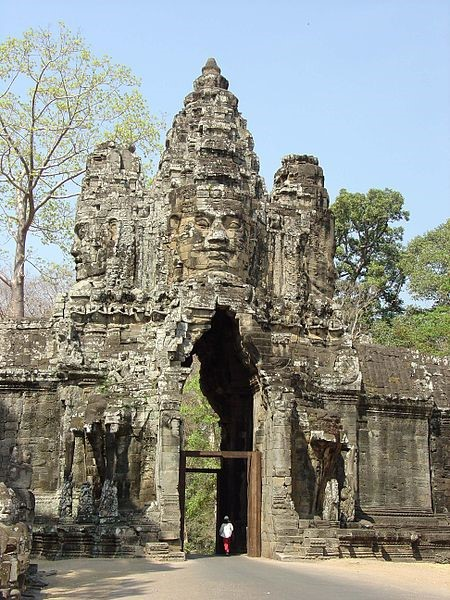 Four-faced statue of Buddha, South gata of Angkor Thom.jpg